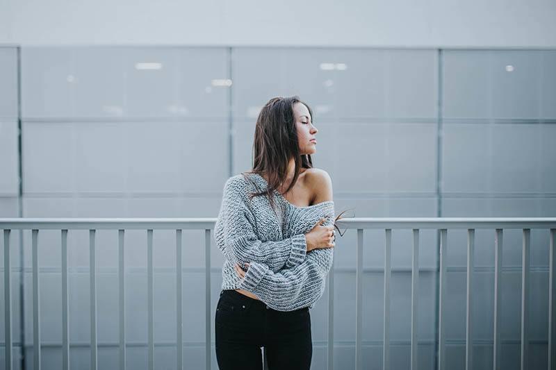 Innerhalb Der Gedanken Eines Mädchens, Die Von Einem Emotionalen Psychopathen Gebrochen Wurde