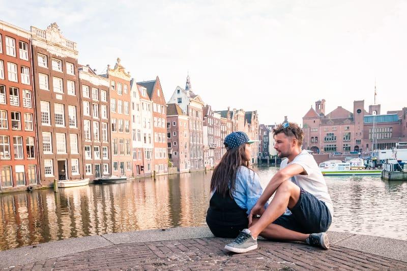 Amsterdam während des Sonnenuntergangs