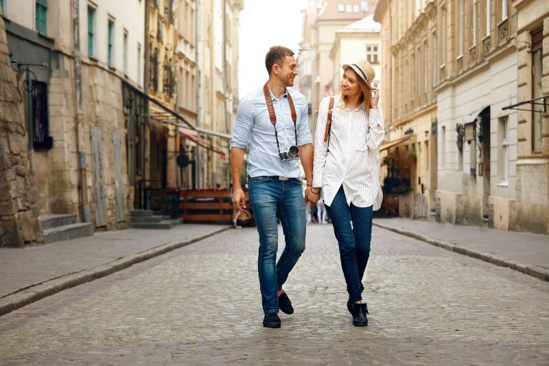 Touristenpaar auf Reisen
