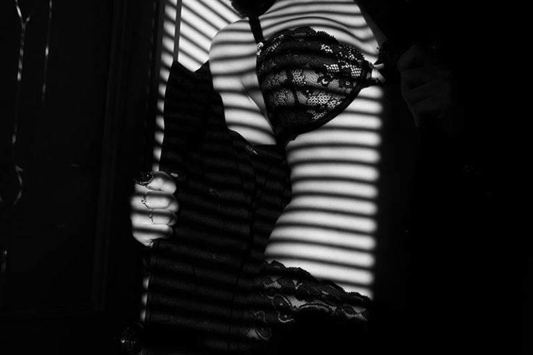 Frau in sexy Dessous