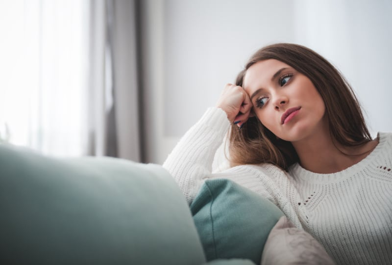 6 Dinge, Die Man In Einer Beziehung Mit Jemandem Erwarten Kann, Der Zu Viel Nachdenkt