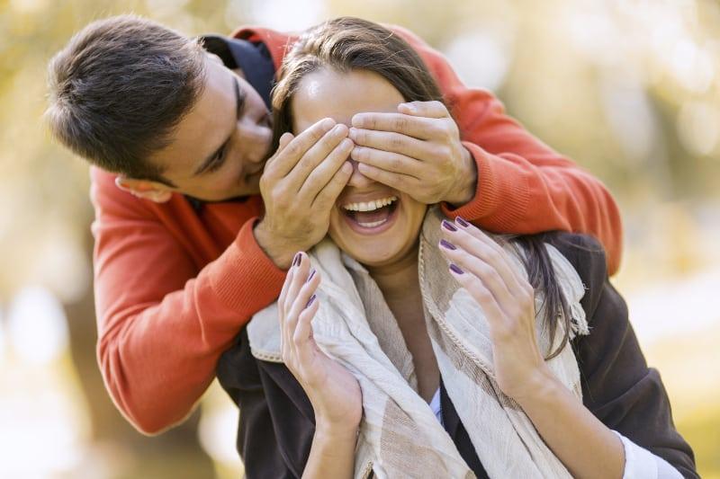 ein junges verliebtes Paar