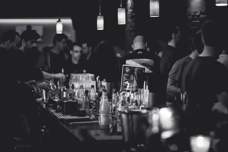 Disco-Bar mit vielen Leuten