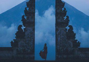 Das Mädchen im Kleid geht nachts spazieren
