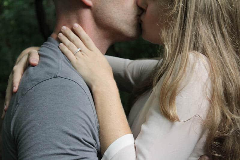 Nahaufnahme Foto des Paares küssen