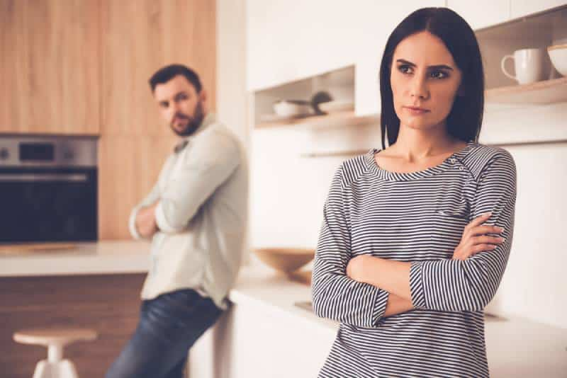6 Arten Von Betrug, Die Beziehungen Ruinieren (Außer Untreu Zu Sein)