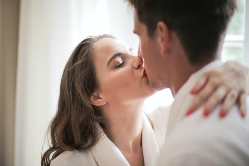 8 Schritte, Um Eine Unterwürfige Ehefrau Zu Werden