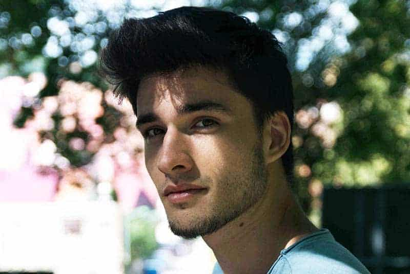 Porträt des jungen schönen Mannes