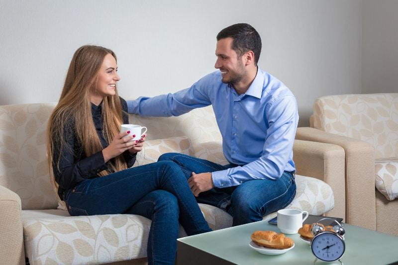 schöne junge Frau und Mann