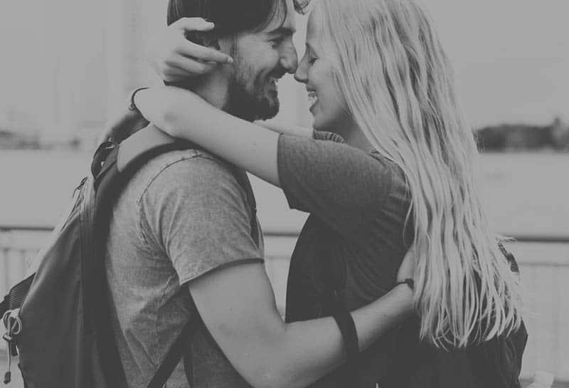 18 Anzeichen Dafür, Dass Er Heimlich und Zutiefst In Dich Verliebt Ist