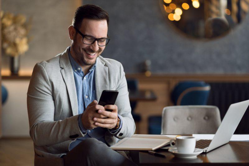 150 Niedliche Und Flirtige Nachrichten, Die Ihn Bei Der Arbeit Zum Lächeln Bringen Werden