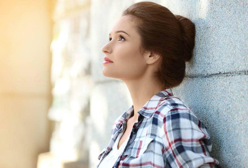 5 Unsichtbare Narben, Die Emotional Vernachlässigte Frauen In Neue Beziehungen Mitbringen