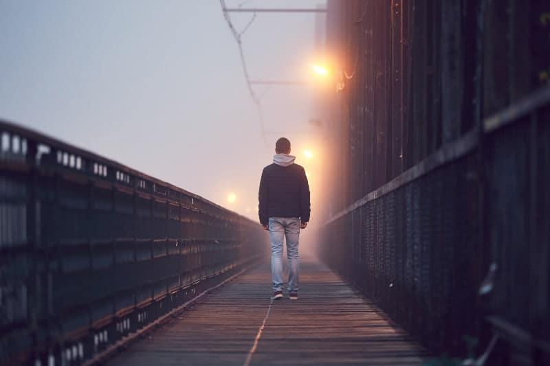 Kerl geht alleine