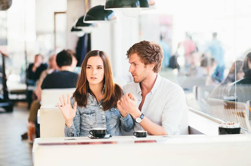 5 Phrasen, Mit Denen Männer Schluss Machen (Und Was Sie Bedeuten)