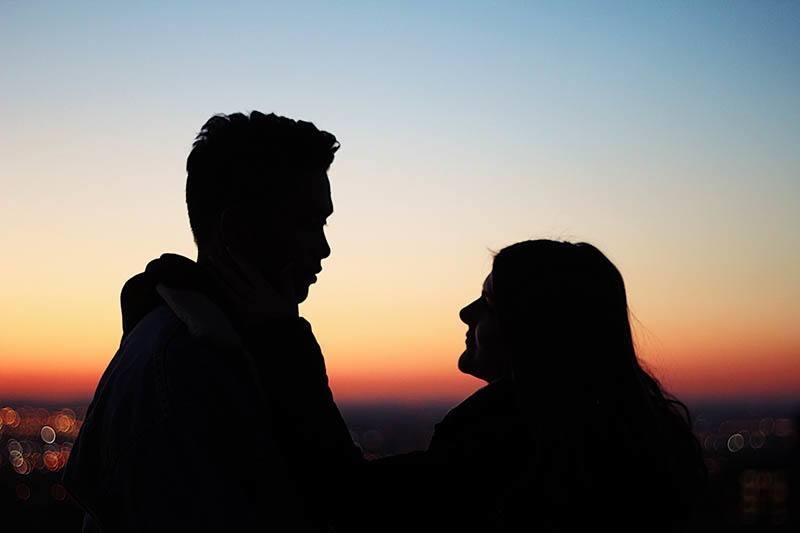 Versteckt Er Seine Gefühle Oder Hat Er Einfach Kein Interesse? (10 Wege, Um Den Unterschied Zu Erkennen)