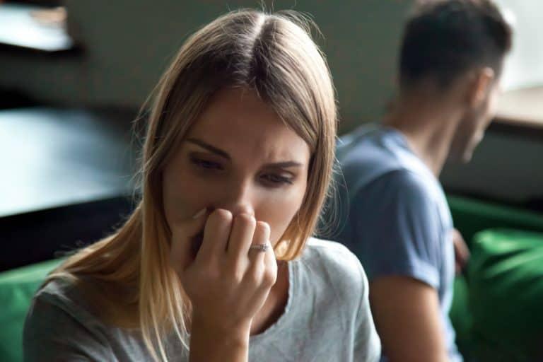 Das gehackte Mädchen weint