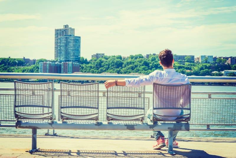 lonely man seeking friendship