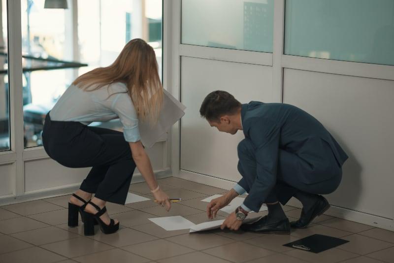 Wie Erkennst Du, Ob Ein Typ Von Der Arbeit Auf Dich Steht? 14 Verräterische Zeichen