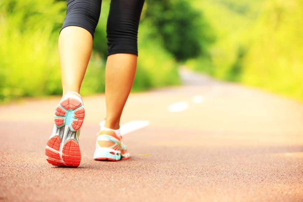 Die Frau rennt