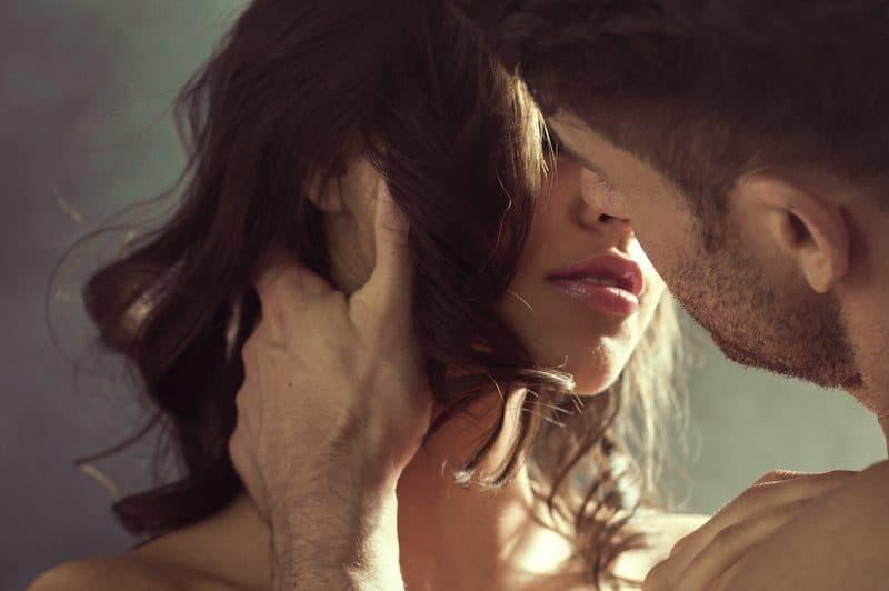 Eine Frau liebt einen Mann