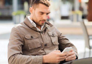 Mann SMS und er ist uninteressiert