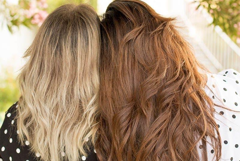 Foto von blondem und brünettem Hintergrund