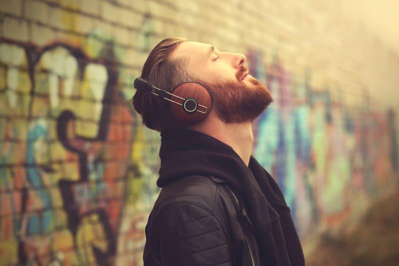 Der Typ hört Musik