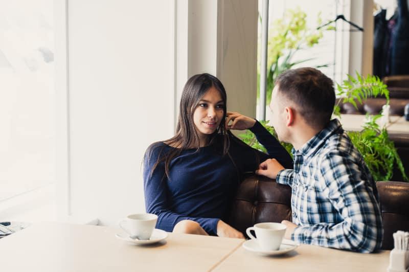 ein Paar in einem Restaurant