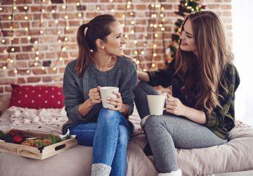 Zwei Freundinnen reden über das Leben