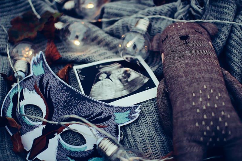 Bild von kleinem Baby im Bauch