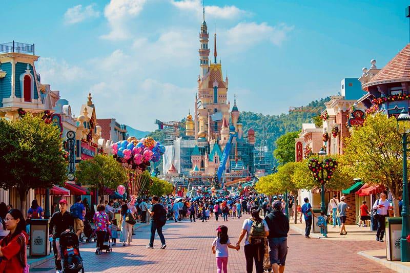 Disneyland voller Luftballons