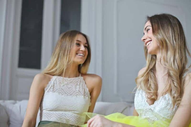 Fotografie lachender Frauen
