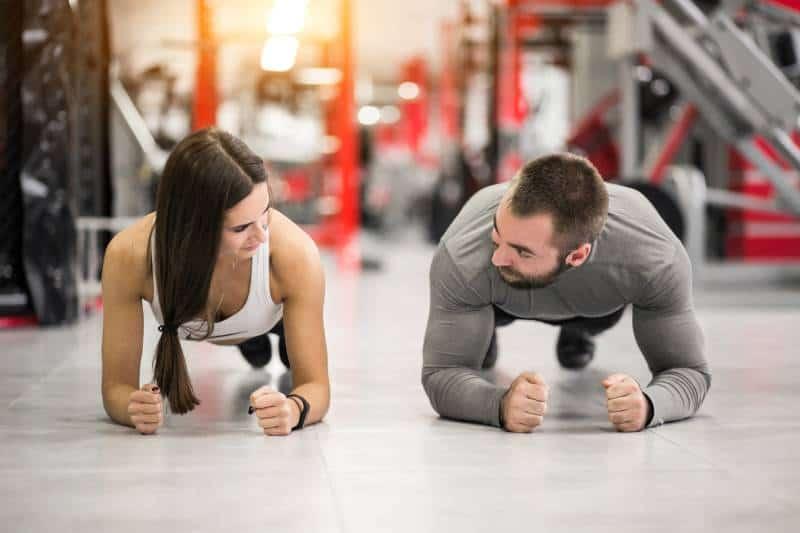 Paartraining im Fitnessstudio