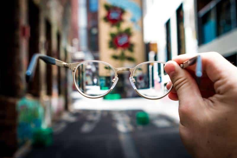 Person mit Brille