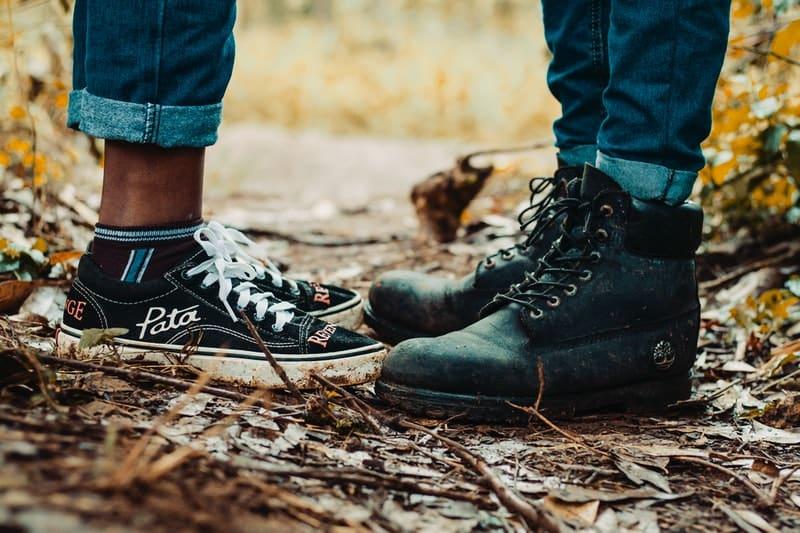 par stoji u šumi