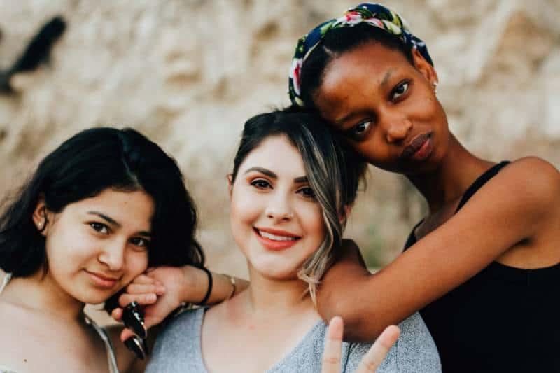 drei Frau Posting für Foto