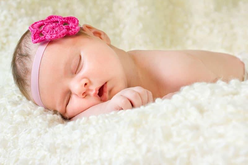 kleines Baby schlafend