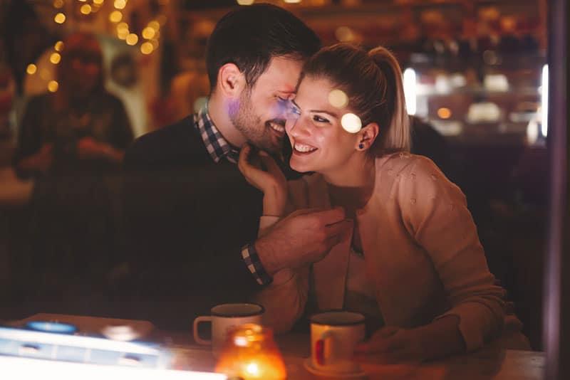 romantisches Paar aus