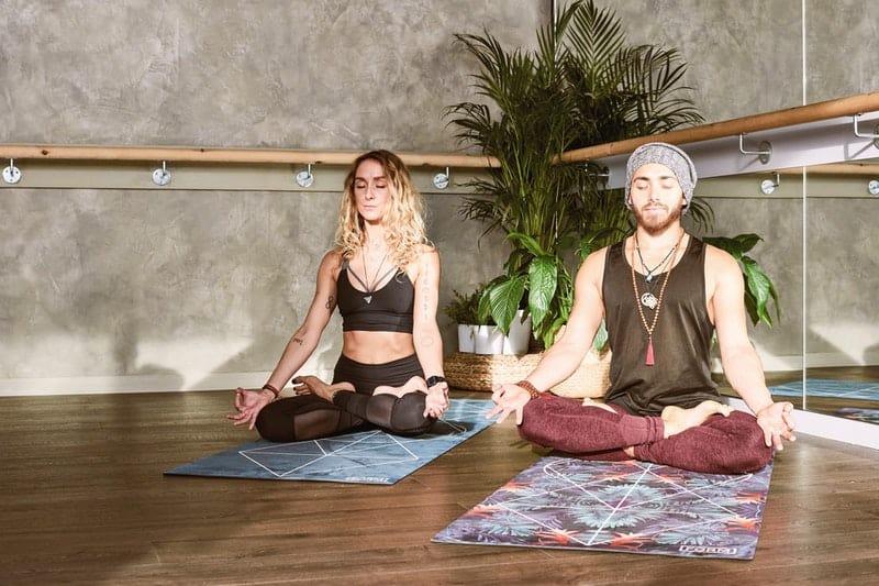 zwei Personen trainieren