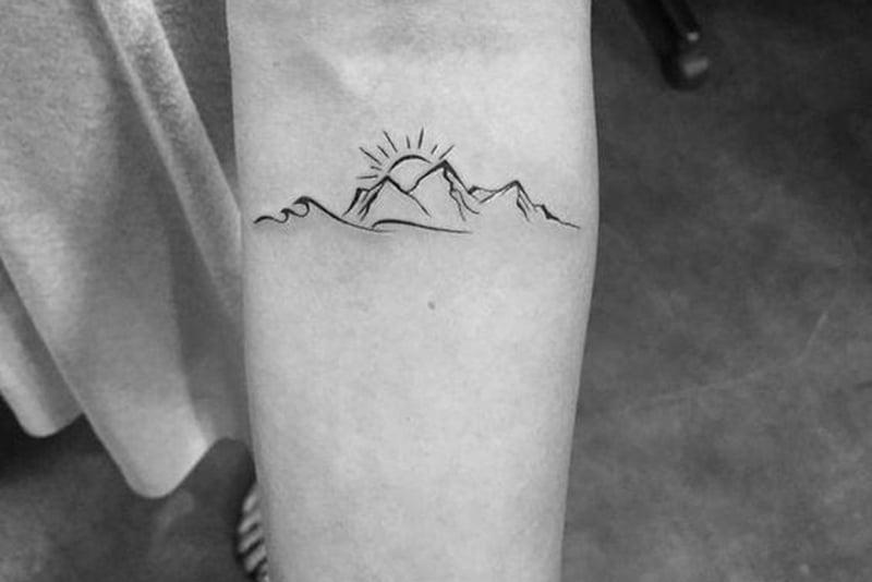 Berg Tattoo auf dem Unterarm
