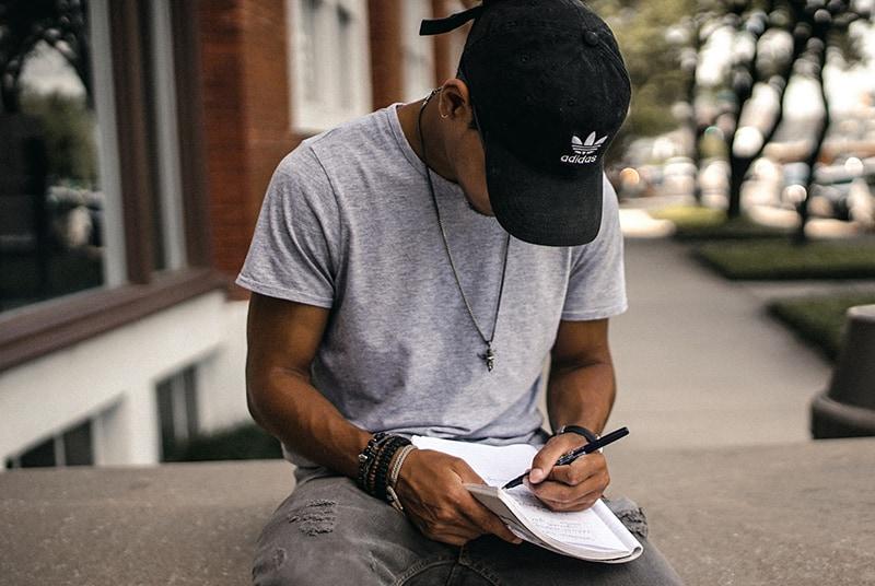 Mann Liebesbrief schreiben