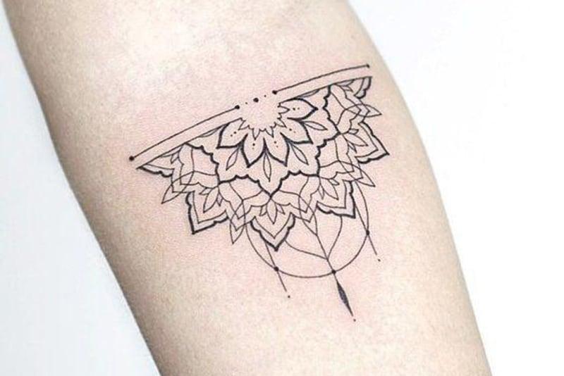 Mandala Tattoo mit feinen Linien