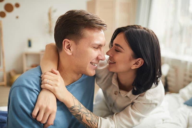 Wie Du Das Herz Eines Emotional Unereichbaren Mannes Gewinnst: 5 Wege