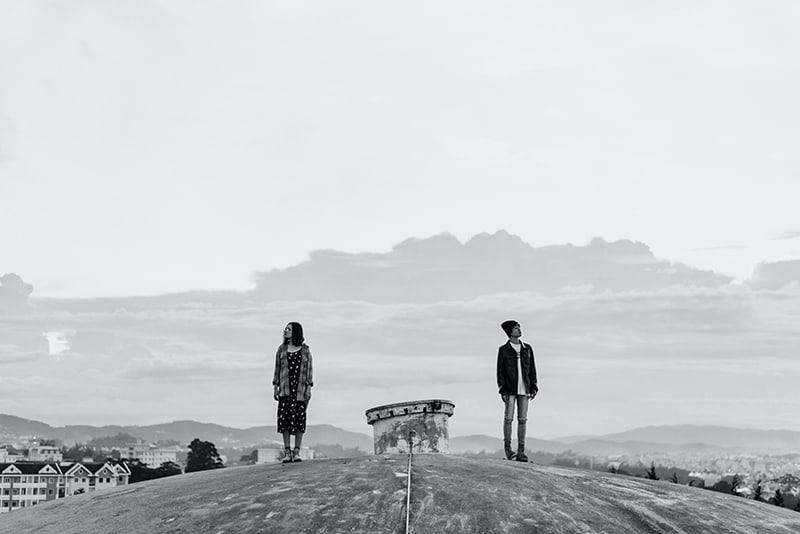 Räumliche Trennung: Ein Rettungsanker Oder Ein Beziehungskiller?