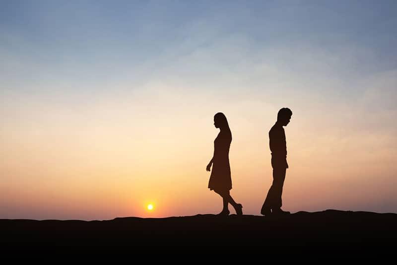 Frau verlässt Mann