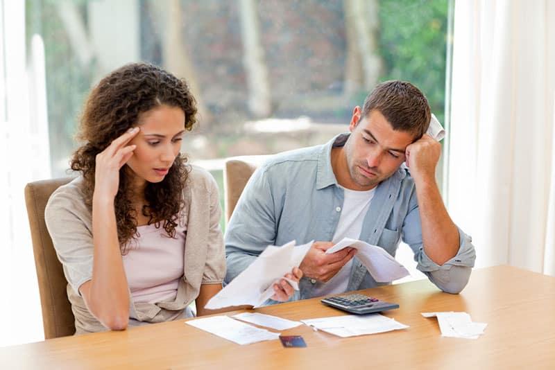 Paar Sorgen um finanzielle