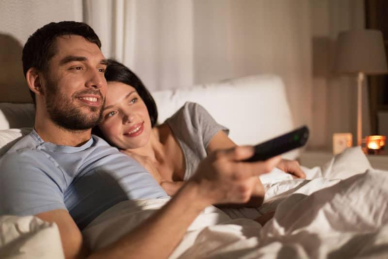 Paar zusammen Film schauen