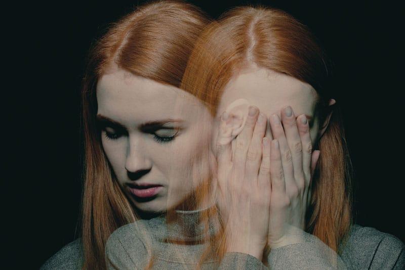 junge Frau mit psychotischen Störungen