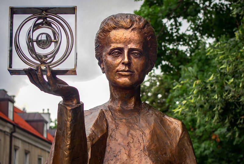 Bronzedenkmal für Marie Curie in Warschau