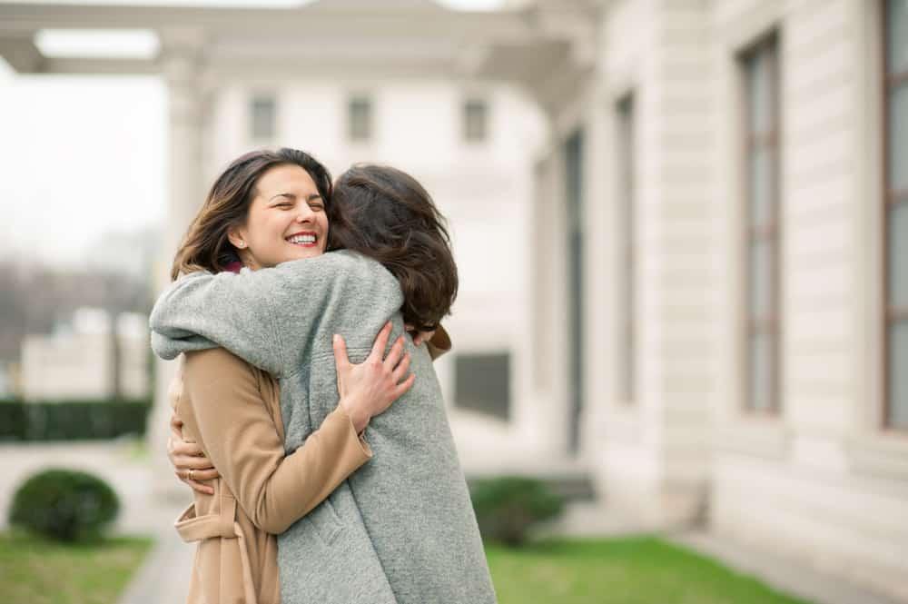 Die beiden Frauen umarmten sich